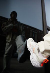 Nike Sportswear - NIKE CRATER IMPACT - Sneakers basse - summit white/grey fog/platinum tint/photon dust/white/hyper crimson - 2