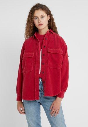 DELLAN - Button-down blouse - ruby