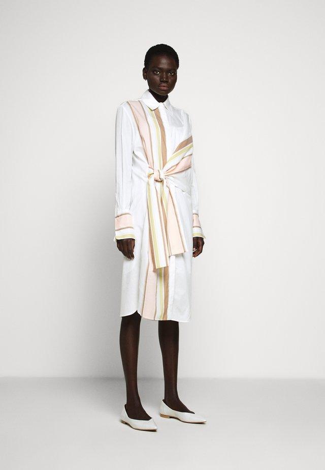 THE DETAIL SHIRT DRESS - Paitamekko - white