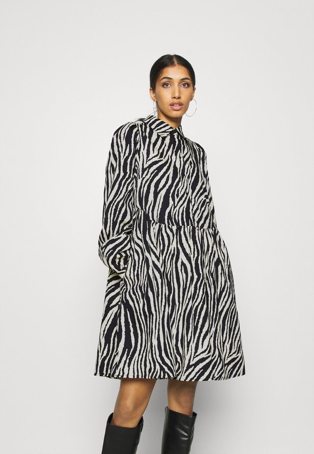 YASZEBRILLA DRESS  - Shirt dress - eggnog