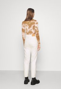 BDG Urban Outfitters - MOM - Džíny Relaxed Fit - off white - 2
