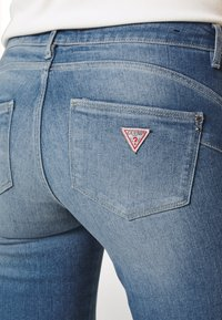 Guess - ULTRA CURVE - Jeans Skinny Fit - born to run - 3