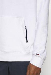 Tommy Jeans - STRIPE MOUNTAIN - Sweat à capuche - white - 5