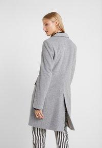 CLOSED - PORI - Zimní kabát - platinum - 2