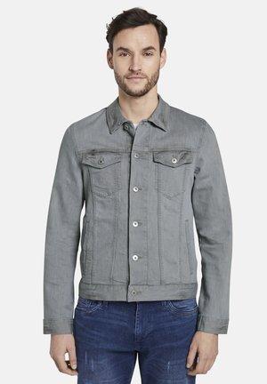 JACKEN & JACKETS JEANSJACKE IN TRUCKER-OPTIK - Denim jacket - used light stone grey denim