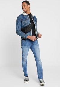 Jack & Jones - JJITIM JJORIGINAL - Slim fit jeans - blue denim - 1