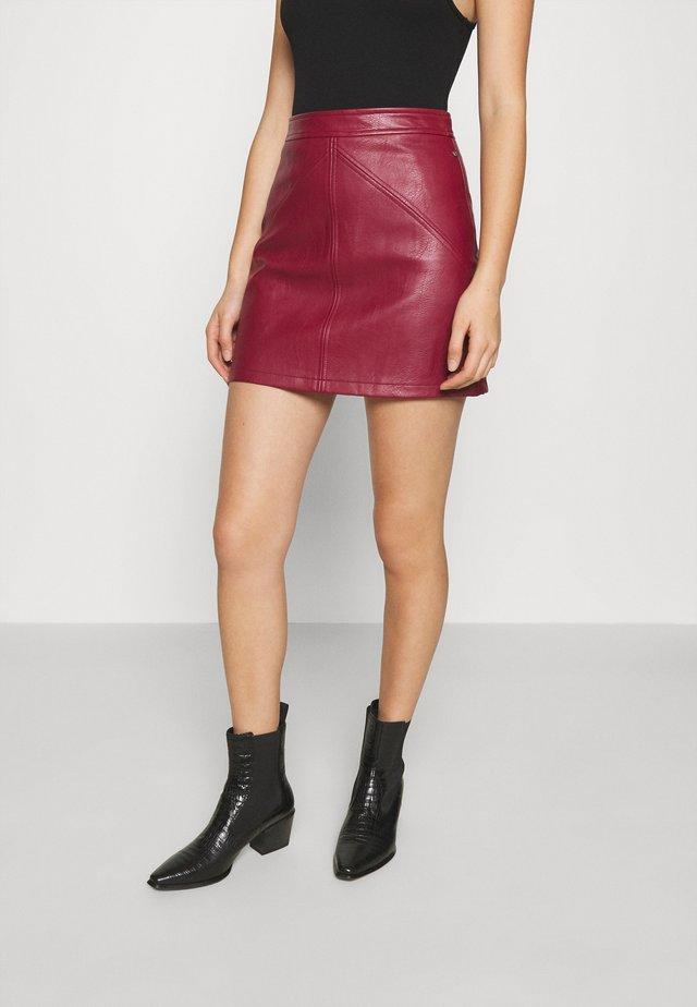 TATI - Minifalda - currant