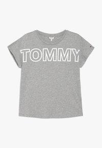 Tommy Hilfiger - SPECIAL LOGO TEE  - T-shirt med print - grey - 0