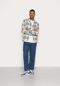 Dr.Denim - OMAR - Relaxed fit jeans - pebble mid retro - 1