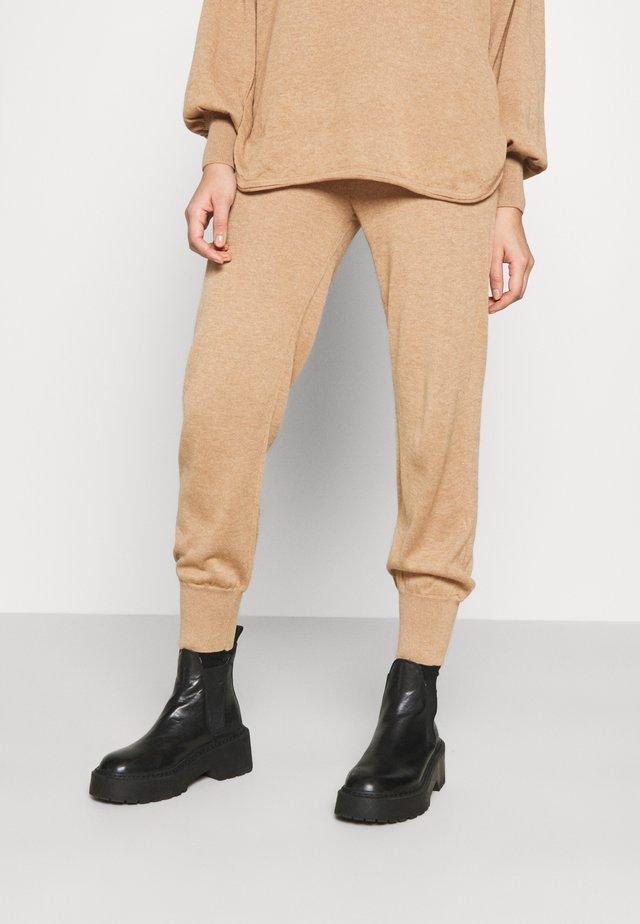 YASRONJA - Tracksuit bottoms - tawny brown melange