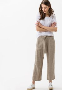BRAX - STYLE MAINE - Trousers - sand - 1