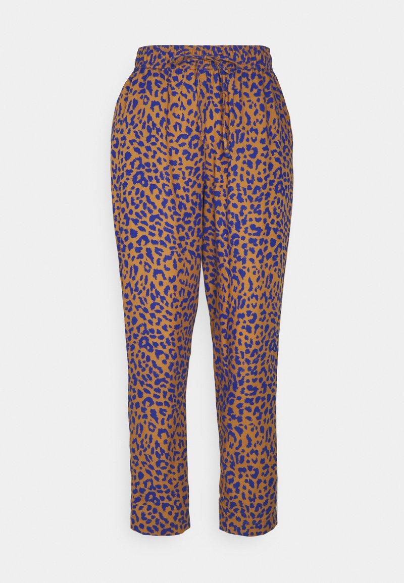 Dedicated - PANTS SKAGEN LEOPARD - Trousers - chipmunk
