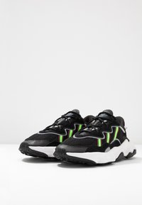 adidas Originals - OZWEEGO - Trainers - core black/solar green/onix - 3