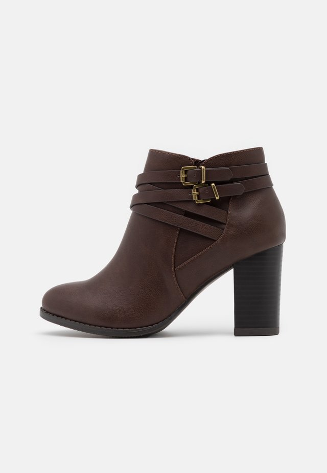 WIDE FIT WABERNATHY - Ankle boots - brown