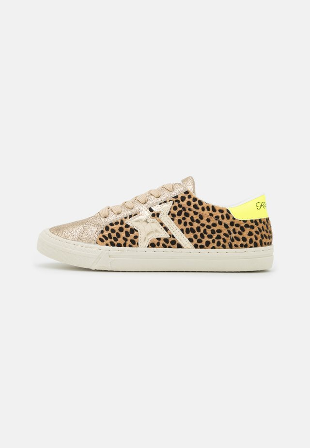 MOUNA - Sneakers laag - or