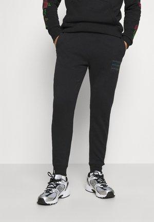 SCRIPT PRINT JOGGER - Pantalon de survêtement - black