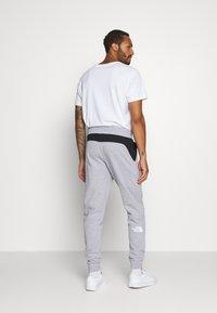 The North Face - STANDARD PANT - Pantalon de survêtement - light grey heather - 2