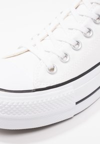 Converse - CHUCK TAYLOR ALL STAR LIFT - Matalavartiset tennarit - white/garnet/navy