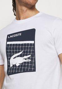 Lacoste Sport - GRAPHIC - T-shirt con stampa - white - 5