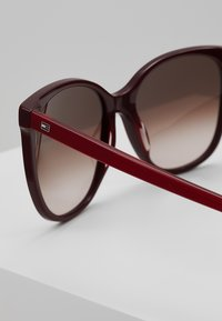 Tommy Hilfiger - Sunglasses - red - 2