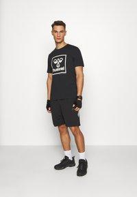 Hummel - HMLISAM - Print T-shirt - black - 1