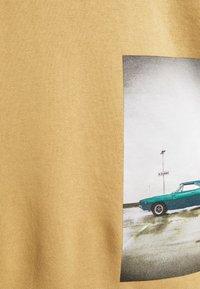 TOM TAILOR DENIM - HOODY WITH PRINT - Hoodie - lark beige - 2