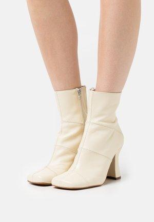 Kotníkové boty - salinas tibet