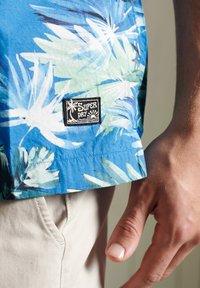 Superdry - HAWAIIAN  - Skjorta - brush palm blue - 2