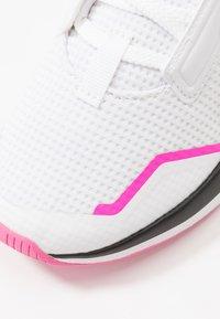 Puma - PROVOKE XT - Zapatillas de entrenamiento - white/black/luminous pink - 5