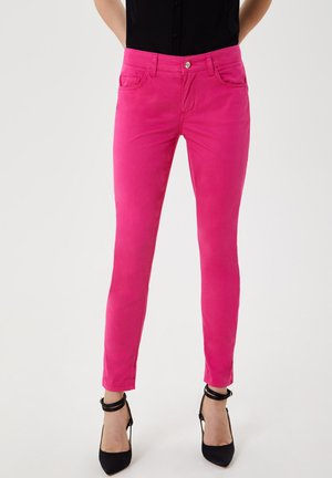 CROPPED - Slim fit jeans - pink