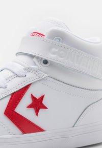 Converse - PRO BLAZE STRAP VARSITY UNISEX - High-top trainers - white/university red/blue - 5