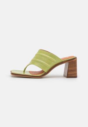 tåsandaler - green poncho