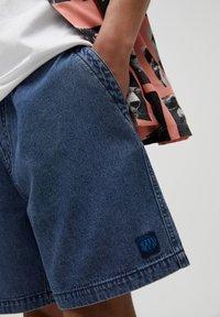 PULL&BEAR - Jeans Short / cowboy shorts - blue black denim - 4