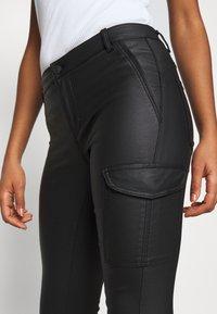 ONLY - ONYROYAL COATED PANT - Pantalon cargo - black - 3