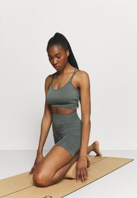 Even&Odd active - SEAMLESS SET - Top - green - 1