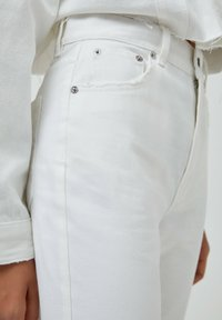PULL&BEAR - MOM - Relaxed fit jeans - white - 3
