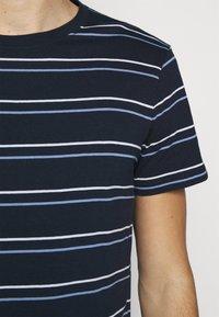 Club Monaco - STRIPE TEE - Print T-shirt - navy multi - 5