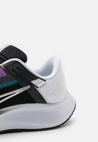 Nike Performance - AIR ZOOM PEGASUS 38 FLYEASE - Neutrala löparskor - black/metallic silver/white/chlorine blue/anthracite/flash crimson - 5