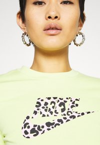 Nike Sportswear - TEE - T-shirts med print - limelight - 5