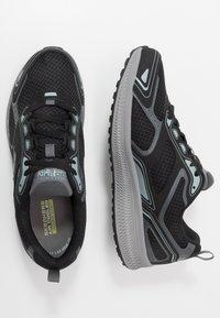 Skechers Performance - GO RUN CONSISTENT - Obuwie do biegania treningowe - black/grey - 1