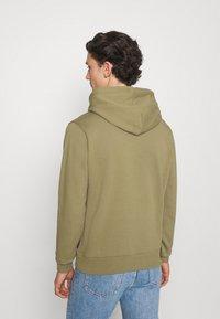 Calvin Klein - TRIPLE CENTER LOGO HOODIE - Sweatshirt - green - 2