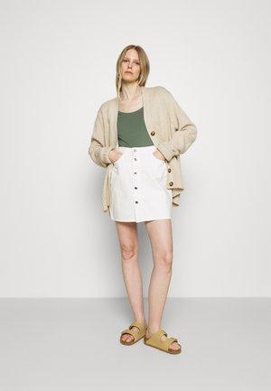 3 PACK - Basic T-shirt - white/mottled light grey/light green