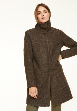 MIT STEHKRAGEN - Short coat - khaki