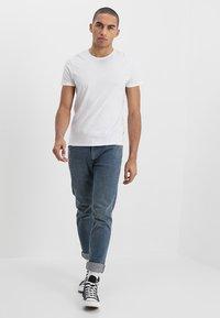Wrangler - TEE 2 PACK - Basic T-shirt - navy - 1