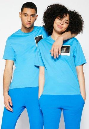POLAROID UNISEX  - T-shirt med print - fiji