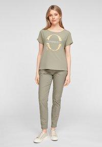 s.Oliver - Print T-shirt - khaki placed print - 1