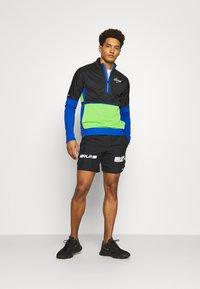 Nike Performance - Korte sportsbukser - black/white/silver - 1