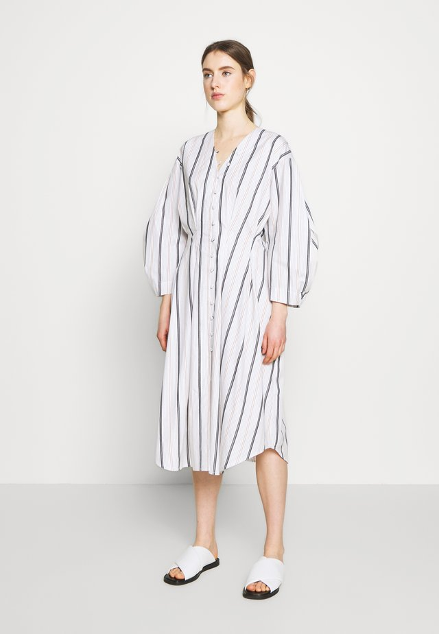 EMI - Sukienka letnia - white/blue/camel