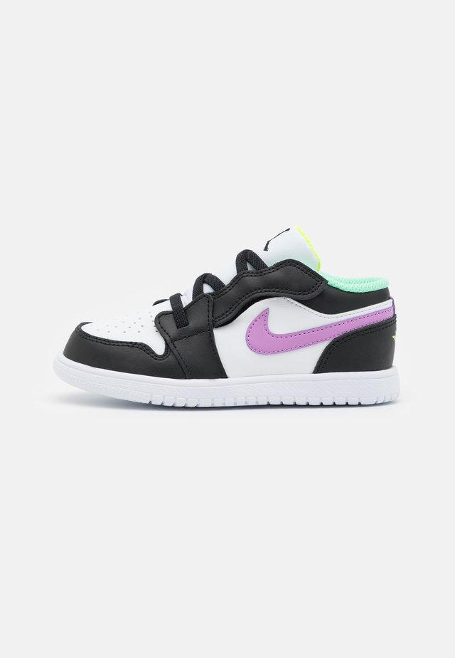 1 LOW ALT UNISEX - Scarpe da basket - white/violet shock/black/green glow/volt