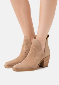Steve Madden - GRAYLEY - Ankle boots - tan - 0